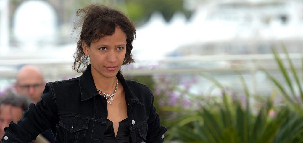 La réalisatrice Sénégalaise Mati Diop pose au festival de cannes. Atlantique