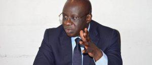 Mbagnick Diop, le patron du MEDS en train de discuter